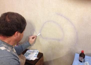 Как стереть ручку с обоев без следов в домашних условиях