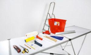 Инструменты для поклейки обоев — валик, нож, скребок, кисть и другие