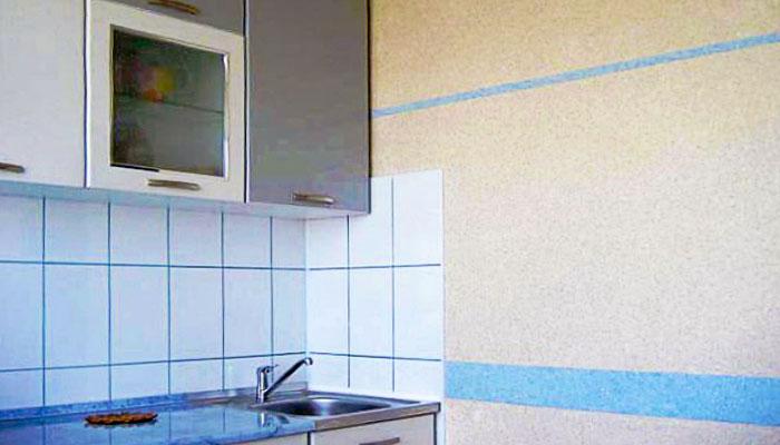 Жидкие обои возле кухонной зоны