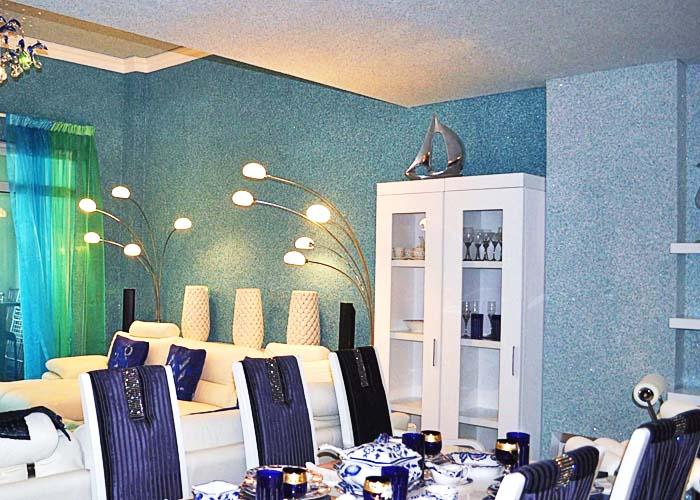 Жидкие обои в интерьере гостиной и столовой