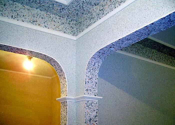 Жидкие обои на потолке в коридоре