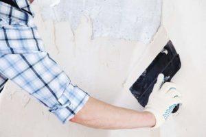 Как правильно шпаклевать стены под обои — без опыта, своими руками для начинающих